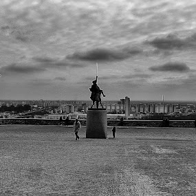 The view by Ingrid Dendievel - Buildings & Architecture Statues & Monuments ( b&w, bratislava, view, square, slovakia )