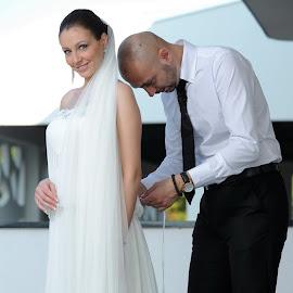 Happy bride by Bojan Kostadinovic - Wedding Bride & Groom ( wedding photography, woman, wedding, happy, white, wedding dress, men, bride, groom )