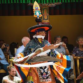 HEMIS FESTIVAL by Urgain Rangdol - People Musicians & Entertainers ( himalaya, monastery, mask, india, festival, ladakh, people )