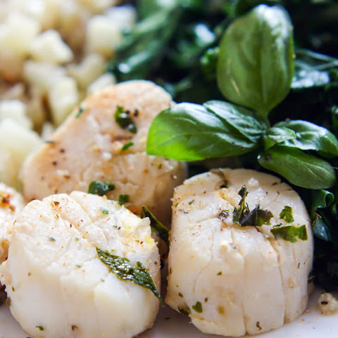 Steamed Garlic and Herb Scallops with Veggies {Paleo}