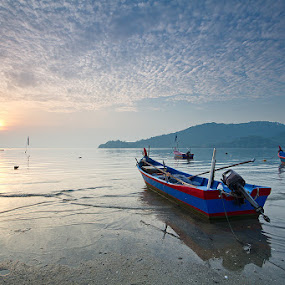 Beautfiul Morning Sunrise by Danny Tan - Transportation Boats