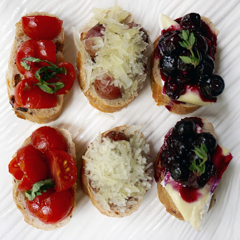 Roasted Grapes and Manchego Cheese Crostini
