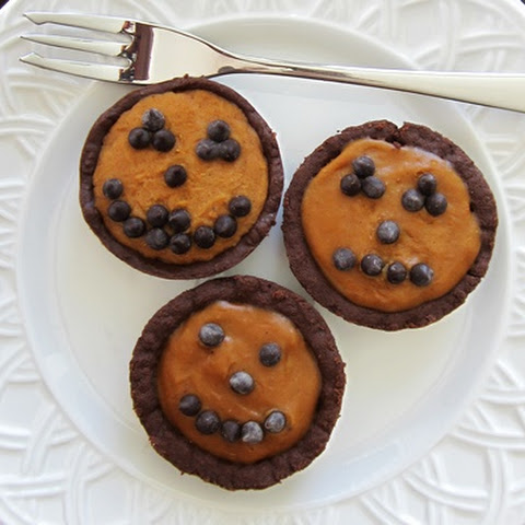 No Bake Dairy-Free Mini Pumpkin Pies with Chocolate Crusts