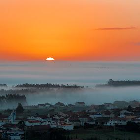The mist and the sunrise by Pedro Varão - Landscapes Sunsets & Sunrises