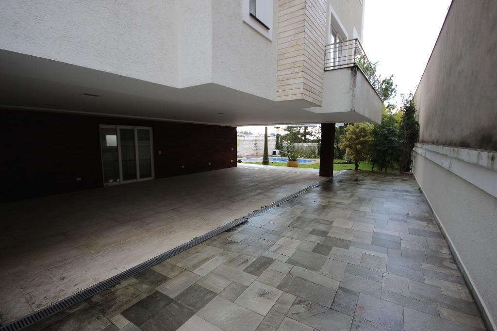 Casa de 740m² com 4 suítes Barueri.