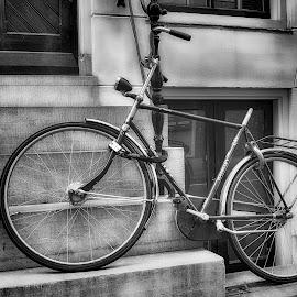 Lonely bike by Jeroen  van Eijck - City,  Street & Park  Street Scenes ( bike, holland, bw, amsterdam, nikon )