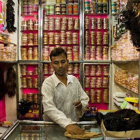 Shop in Calcutta by Snehasis Daschakraborty - Novices Only Street & Candid