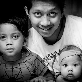 Orednet by Elmer Tendero - People Family ( jeddah, elmerizm, family, siblings, one light, photography, saudi arabia, kid )