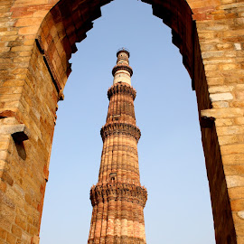 Qutub Minar by Shantanu Mukherjee - Buildings & Architecture Statues & Monuments ( canon, monuments, qutub minar, monument, historical, historic, delhi )