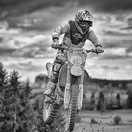 Spurting 62 by Marco Bertamé - Black & White Sports ( motocross, speed, clumps, 62, number, air, spurting, high, race, jump, noise )