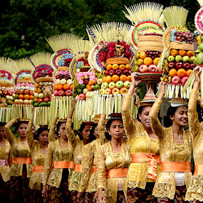 CoLouRS oF BaLi by Dody Hariawan - People Street & Candids