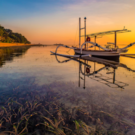 .:: under the sun ::. by Setyawan B. Prasodjo - Transportation Boats