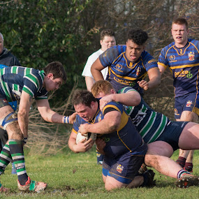 Tackled by James Booth - Sports & Fitness Rugby (  )