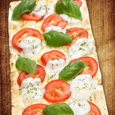 Thin Crust Margherita Flatbread Pizza