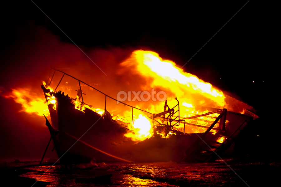 Rockingham Boat Fire by Steve Brooks - News & Events World Events ( mangles bay, boat fire, perth, pwcfire-dq, rockingham, point peron, western australia )