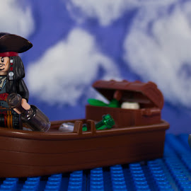 Captain Jack by Gerald Glaza - Artistic Objects Toys ( captain sparrow, pirates of the caribbean, sea, ocean, shark, disney, lego, pirate )