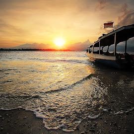 Gili Trawangan by Irwan Setiawan - Landscapes Sunsets & Sunrises ( gilitrawangan, indonesia, beach, sunrise, landscape,  )