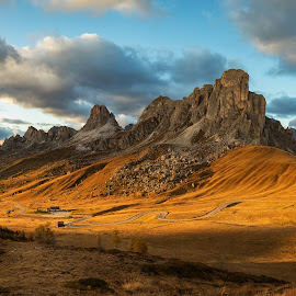 Passo di Giau by Roman Bjuty - Landscapes Mountains & Hills ( italia, dolomiti, sunset, passo di giau )