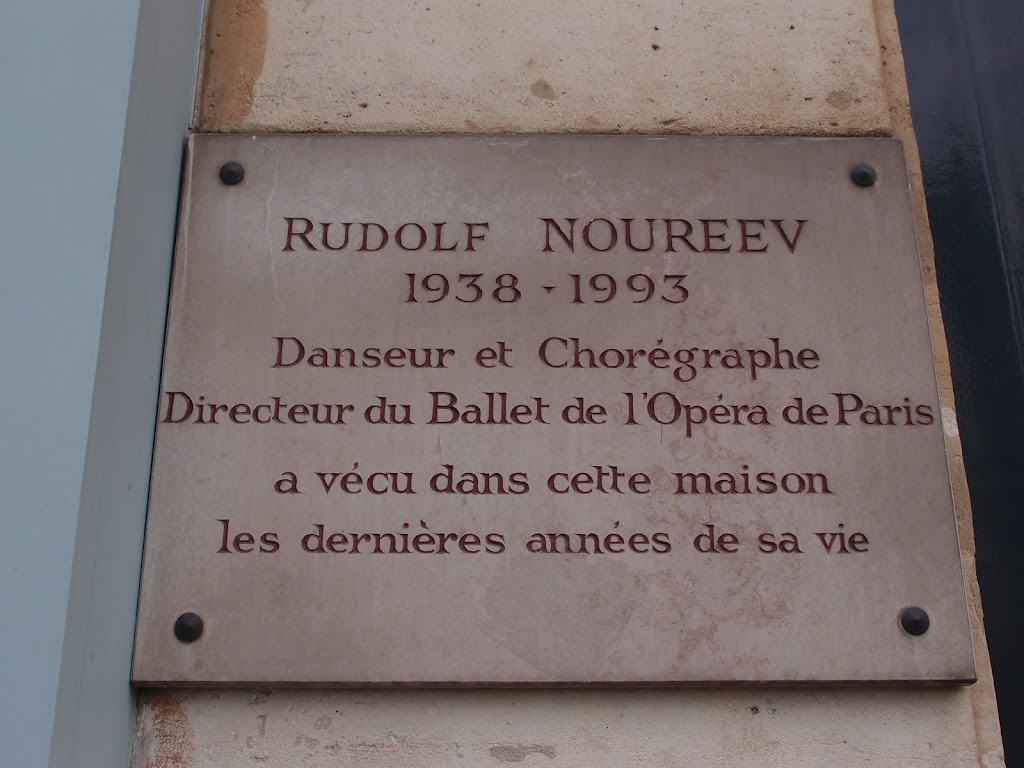 Rudolf NureyevDancer and ChoreographerDirector of the Paris Opera Balletlived in this house during the last years of his life@schwanmitbrille