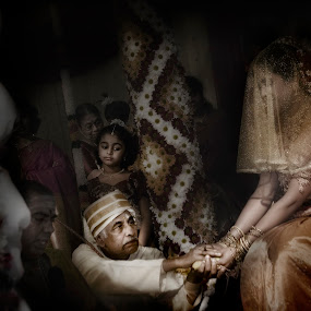 Indian ceremony. Father and daughter by Kira Likhterova - Wedding Ceremony
