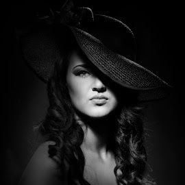 UNTITLED by Michal Challa Viljoen - Black & White Portraits & People ( classy, gorgeous, female, black and white, curls, beauty, hat )