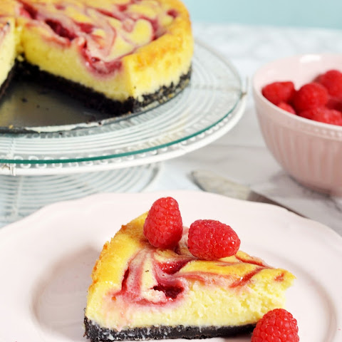 White Chocolate Raspberry Cheesecake (with Raspberry Sauce)