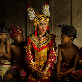 Legong Girl by JNJ PhotoStream - People Family ( bali, canon1dx, human natural, kids, women )