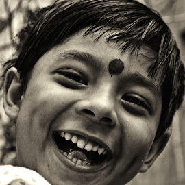 Smiling beauty by Arnab Bhattacharyya - Babies & Children Child Portraits