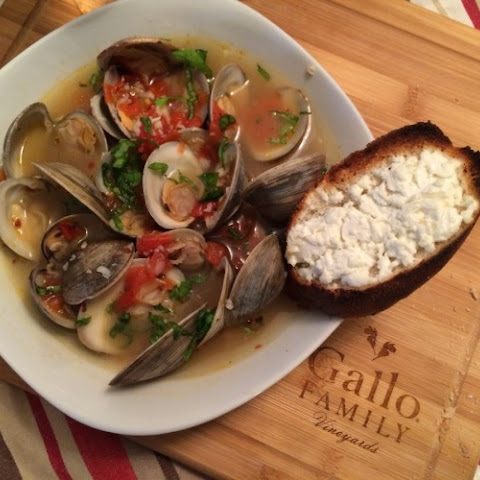 Clams in White Wine Sauce with Goat Cheese Crostini