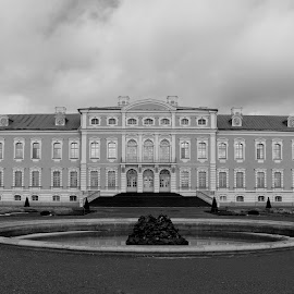 Rundale Palace II B&W by Atis Kalniņš - Buildings & Architecture Public & Historical ( old palace, historical palace, rundale palace, old building, palace, historical building )