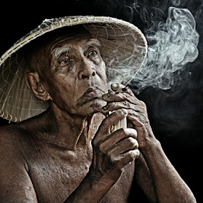SMOKER by Abe Less - People Portraits of Men ( senior citizen )