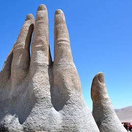 Handy by Jackie Mold - Buildings & Architecture Statues & Monuments ( hand, chile, sand, sculpture, landscapes, travel photography )