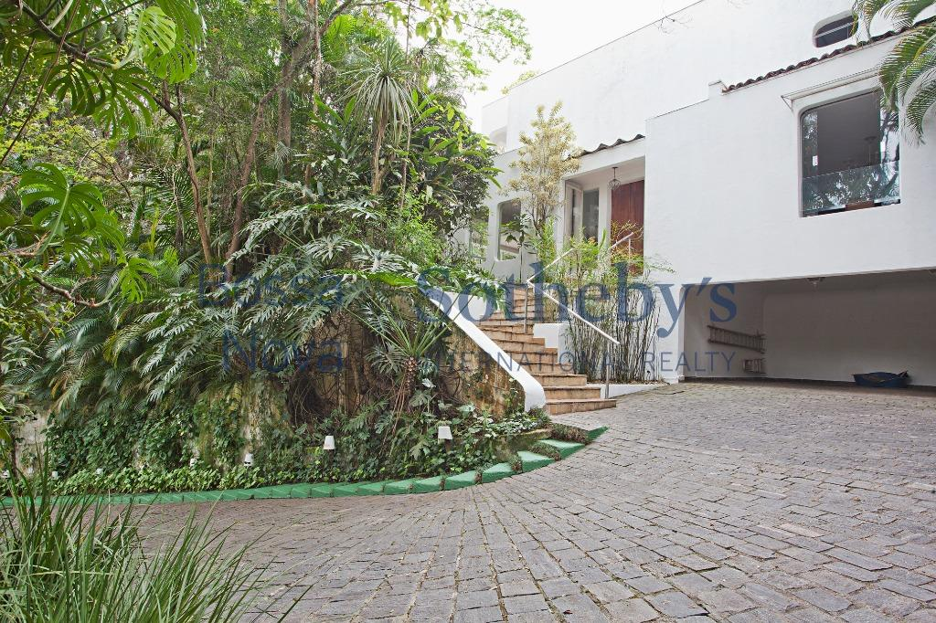 Casa urbana com  ares de fazenda, Fazenda Morumbi, São Paulo.
