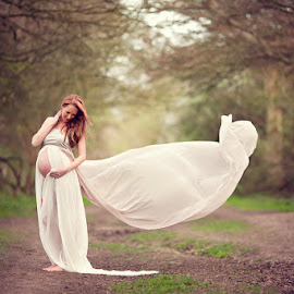 Mandy by Claire Conybeare - Chinchilla Photography - People Maternity