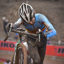 Giving Everything by Marco Bertamé - Sports & Fitness Cycling ( 2017, world championship, effort, number, belgium, race, bicycle, uphill, muddy, 1, mud, giving everything, blue, uci, cyclocross, bieles )