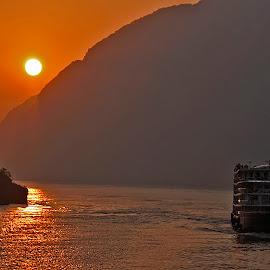 Yangtze River by Wilson Beckett - Landscapes Travel (  )