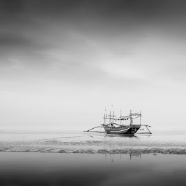 Minimal by Taufan Andri - Novices Only Landscapes ( #minimalis #bnwminimalism #bwphotography #fineartphotography #minimalmood )