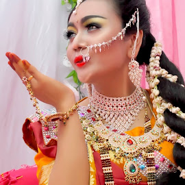 india culture by Cuma Om Iin - Wedding Bride