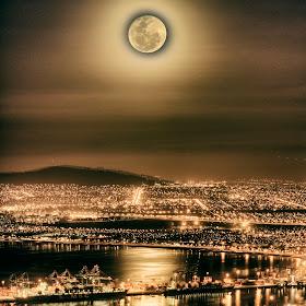 Signal hill full moon.jpg