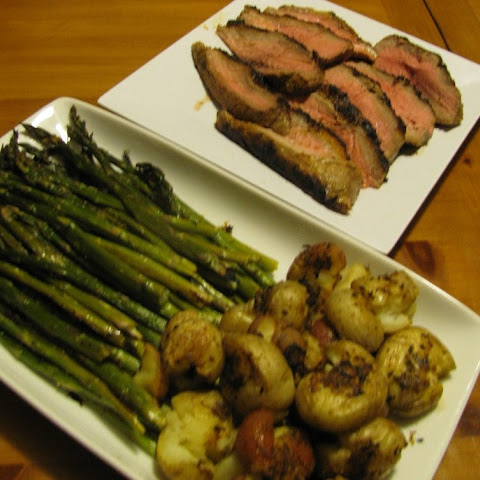 Cayenne Steak with Roasted Asparagus and Potatoes – 362 calories