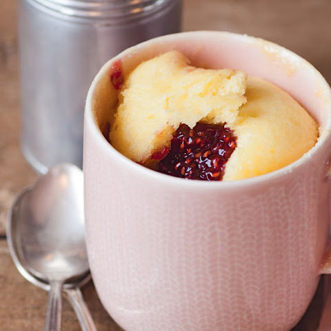White Chocolate And Raspberry Microwave Mug Cake