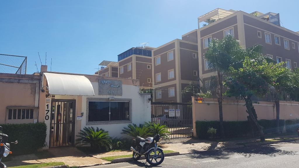 Apartamento com 4 dormitórios para alugar, 61 m² por R$ 1.600/ano - Universitário - Uberaba/MG