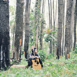 Lost in Nature by Rizki Puji - People Portraits of Men ( nature, green, guitar, nikon )