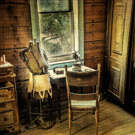 by Mark Franks - Artistic Objects Furniture ( montana, ghost town )