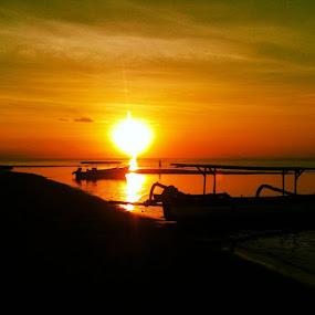 # by Yudya Daton - Instagram & Mobile Instagram ( iphone, 3gs, picture, sunset, lovina, beach, likes, bali, indonesia, amazingsunset, nationalgeograpic )