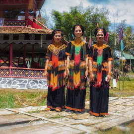 kandore girls by Hartono Wijaya  - People Family ( ethnic, toraja, tribe, tourism, traditional, travel, ceremony, street photography, cultural heritage, sulawesi, indonesia, tradition, funeral, culture, travel photography )