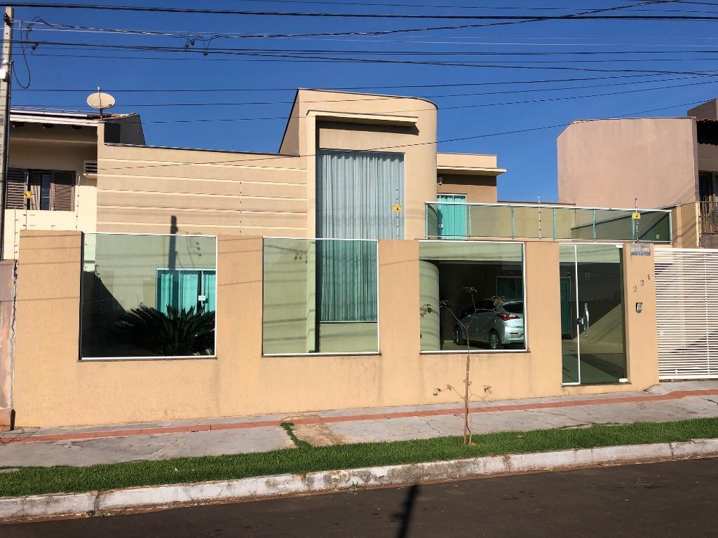 Sobrado com 4 dormitórios à venda, 283 m² por R$ 690.000 - Parque Residencial Alcântara - Londrina/PR