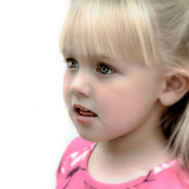 Little Girl by Mandy Hedley - Babies & Children Child Portraits ( blonde, girl, beautiful, candid, portrait )