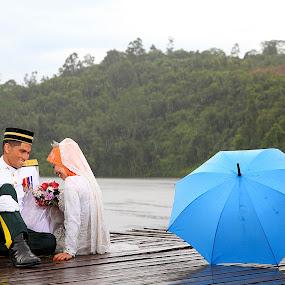 HAPPINESS IN RAIN by RazeeAsada Akimura - Wedding Bride & Groom