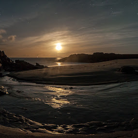 Moondown by Benny Høynes - Landscapes Waterscapes ( water, sand, moon, sky, sea, night, light )